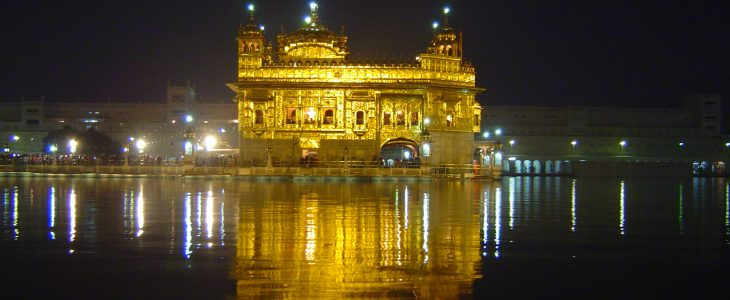 india-amritsar-golden-temple-at-night
