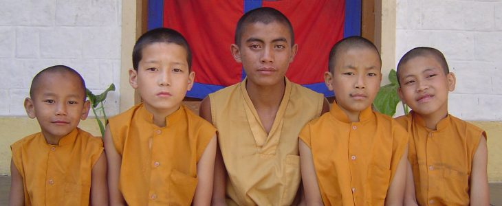 india-dharamsala-mcloed-ganj-monks